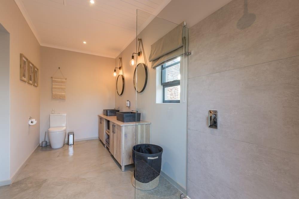 Ingwe Room- Bathroom – 1