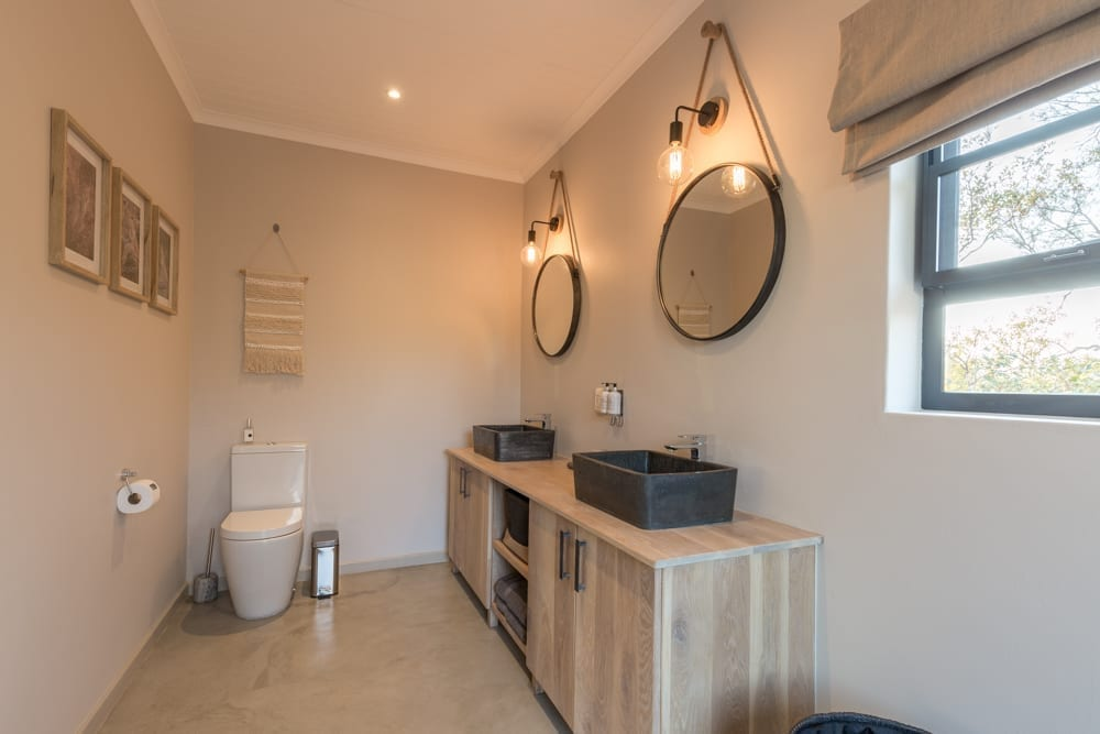 Ingwe Room- Bathroom – 2
