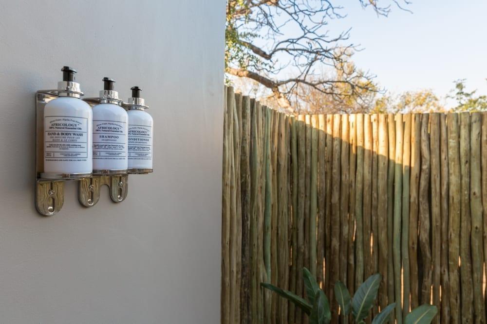 Ingwe Room- Outside Shower – 3